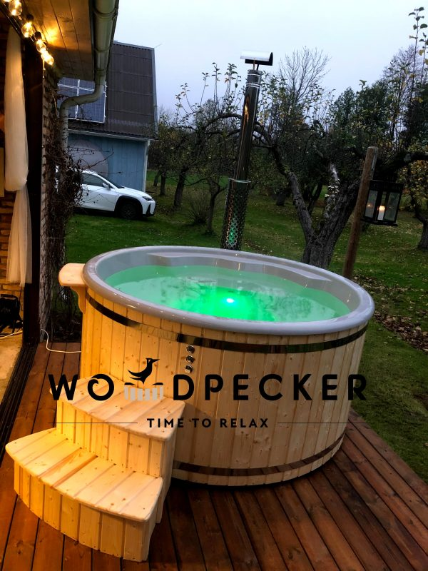 HOTTUB with integrated heater